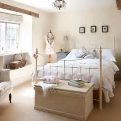 Decorating Ideas For Small Bedroom With Beds Cotswolds Farmhouse Haus Touren Metalle Und Creme