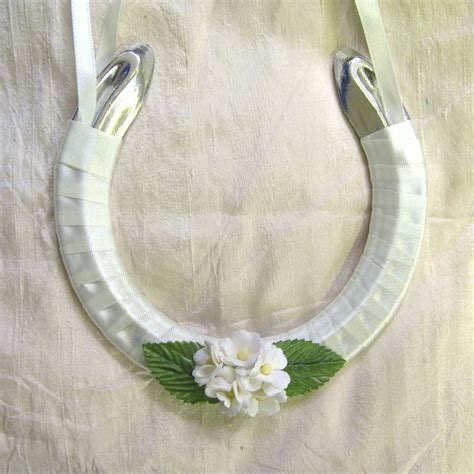 Handmade Wedding Horseshoes - wedding horseshoes the real flower petal confetti company