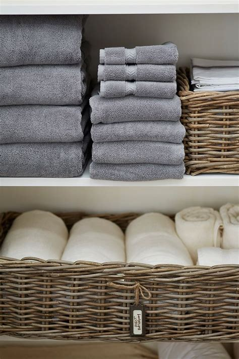 storage towels small bathroom best 25 organize towels ideas on organize