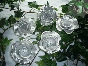 silberhochzeit dekoration am haus 10 krepprosen ortrud alu krepppapier silberhochzeit dekoration