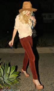 Lindsay And Heath Hollywoods Hook Up by Lindsay Lohan Stops In At Hairdresser Ken Paves