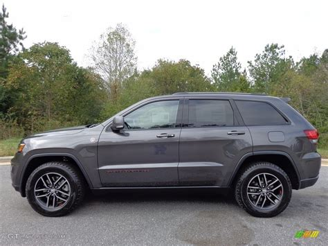 2017 Granite Crystal Metallic Jeep Grand Cherokee