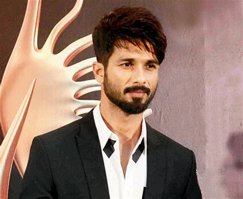 shahid kapoor latest hairstyle shahid kapoor wallpapers photos download for free