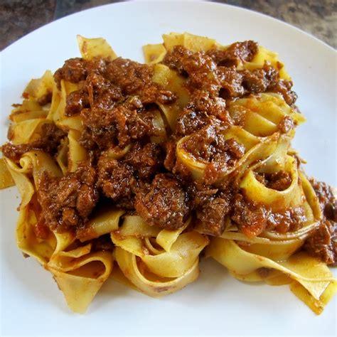 cucinare carne di cinghiale tagliatelle al ragu di cinghiale de smaak italian