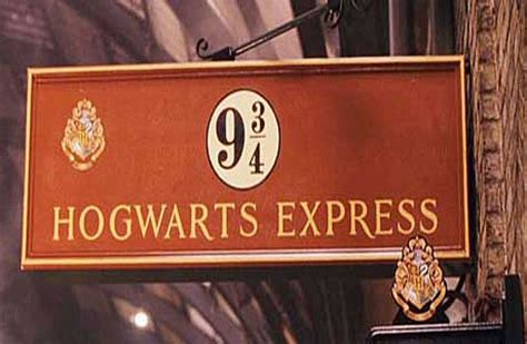 Kaos Harry Potter Platform 9 And 3 4 Graphics Anak Ank Hrp01 Laki Pe new harry potter shop opens at platform 9 3 4 at cross station in random