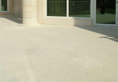 pavimenti pietra leccese pavimento pietra esterno pavimento per esterni in cemento