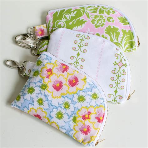 sewing pattern zippered pouch show off saturday some pretty 2 sided zipper pouches
