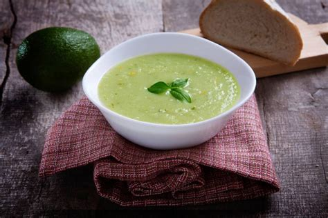 cucinare avocado zuppa di avocado cucinare it