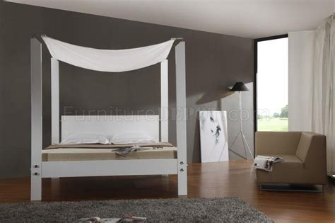 contemporary canopy beds white finish modern canopy bed w glossy headboard frame
