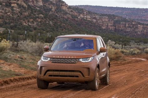 road land rover discovery 2017 land rover discovery road 49 motor trend