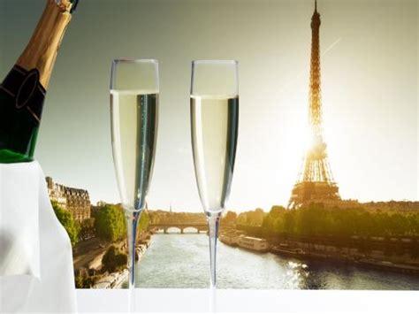 seine river cruise    bottle  champagne