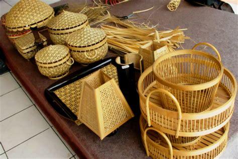 membuat kerajinan anyaman bambu anyaman bambu di tengah zaman plastik indonesiakaya com