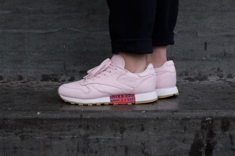 New Sepatu Reebok Classic reebok classic leather meets new porcelain pink white gum bd3155