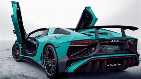 2017 Lamborghini Aventador SV sacrificed it's roofing