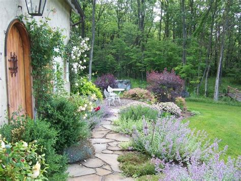 5 Inspiring Ways to Create a Cottage Style Garden   Town