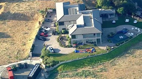 lapd search chris brown s home abc news