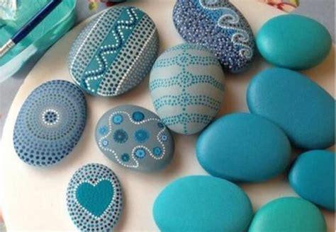 imagenes uñas negras con piedras piedras de playa decoradas