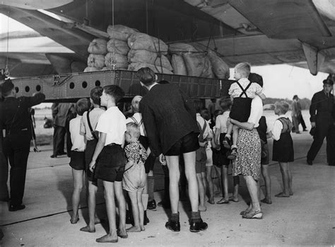 Dressing En U 3535 by File C 74 Globemaster Unloading Flour At Berlin Gatow