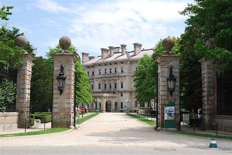 celebrity ghost hunt mansion seeks ghosts the breakers ghost