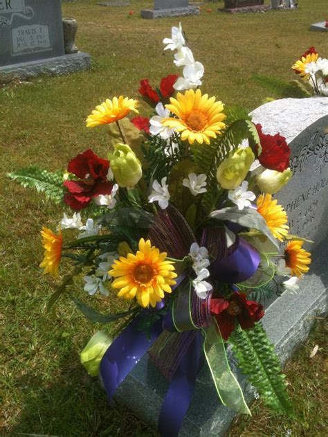 Grave Vases For Flowers by 25 Best Ideas About Cemetery Flowers On