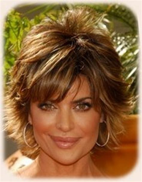what color is lisa rinna s hair lisa rinna short shag hairstyle