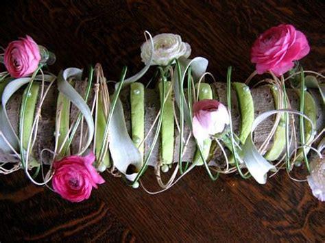 bloemstuk pasen met gekleurd steekschuim en eierschalen moederdag bloemstuk als tafelversiering maken met schors