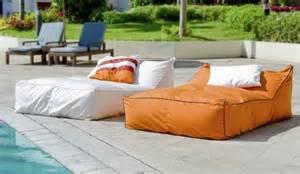Exceptionnel Chaise Basse De Jardin #2: salon-jardin-pouf-exterieur-rectangulaires-orange-blanc-poynters.jpg