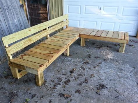 pallet bench pinterest pallet bench with back looks great with cushions and