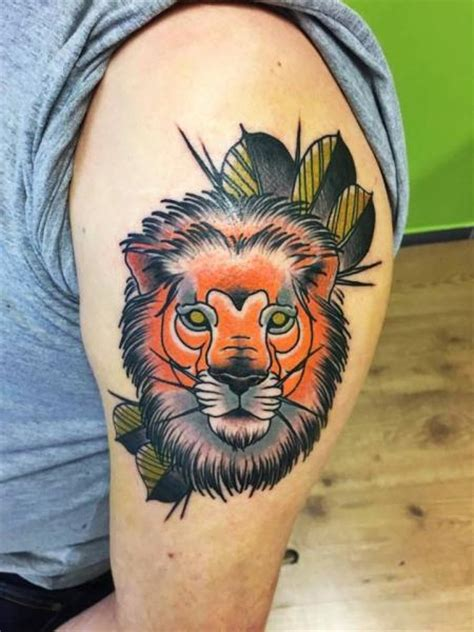 tattoo old school lion tatouage bras new school lion par solid heart tattoo