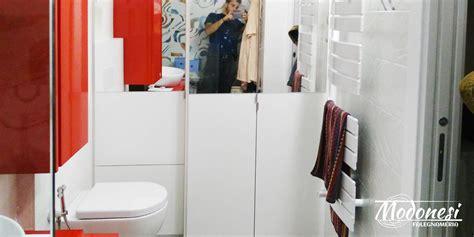 armadio da bagno armadio su misura con vano lavatrice per un bagno a