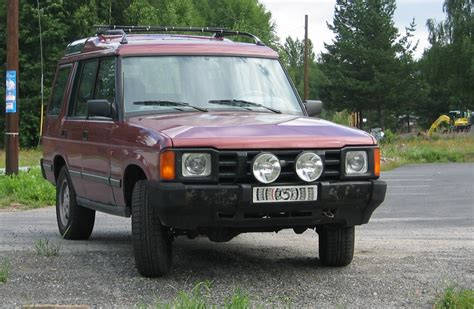 land rover maroon file land rover discovery si maroon front q jpg