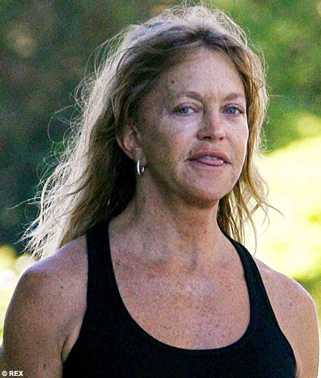 goldie hawn now photos goldie hawn recovers her youthful glow and her make up