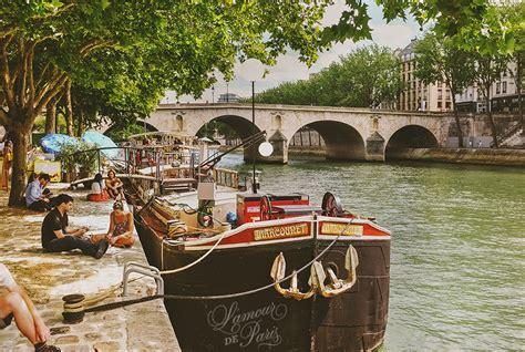 boats on the seine houseboats on the seine river 187 l amour de paris