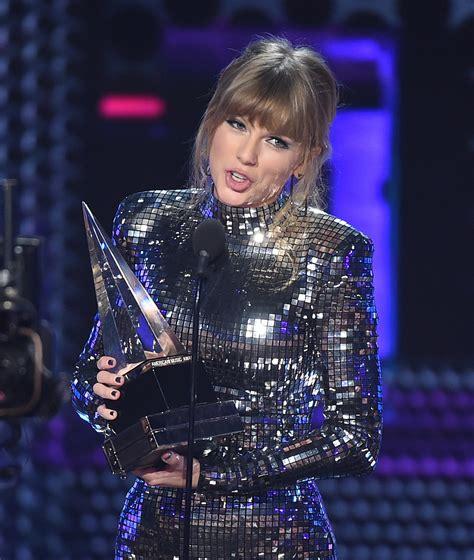 taylor swift date to ama american music awards taylor swift fa da asso pigliatutto
