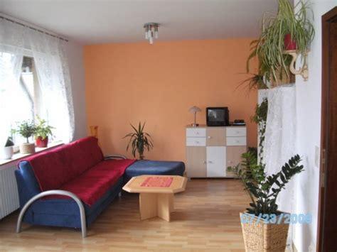 gemütliche sessel wohnzimmer fernsehwand gestalten