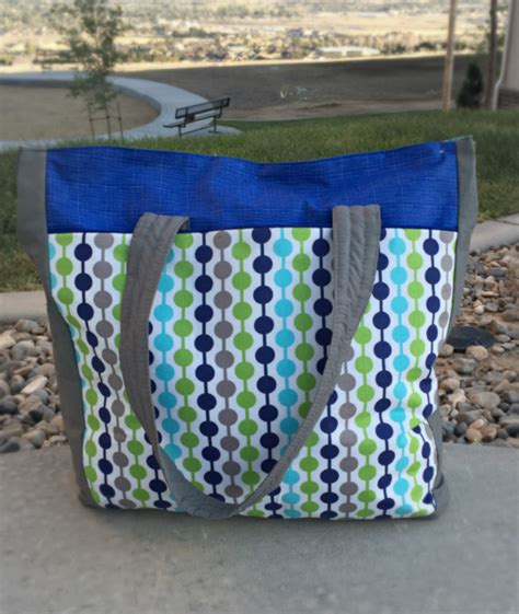 tote bag pattern with recessed zipper urban traveler tote bag pattern the stitching scientist