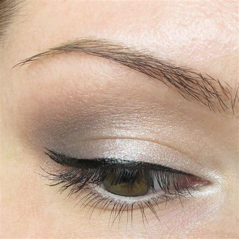 Eyeshadow Basah untukmu yang ogah terlihat terlalu dandan gunakan 6 jenis produk ini untuk hasil dandanan