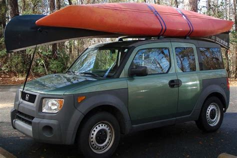 How To Attach Kayak To Roof Rack by How To A Canoe Or Kayak To A Roof Rack