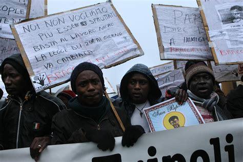 banca per stranieri banca dedicata agli extracomunitari condannata per razzismo