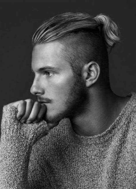 mens hair styles old fashion with pony tail man with long hair top ponytail google search ヘア