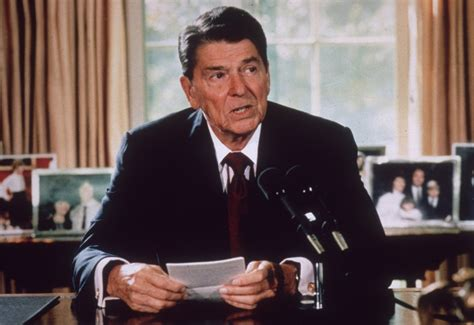 reagan alzheimer s white house c1985 american president ronald reagan makes an