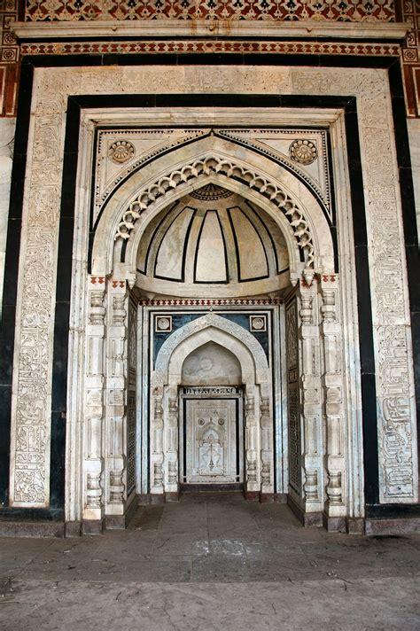 masjid mihrab design file mihrab in qila kuhna masjid purana qila delhi jpg