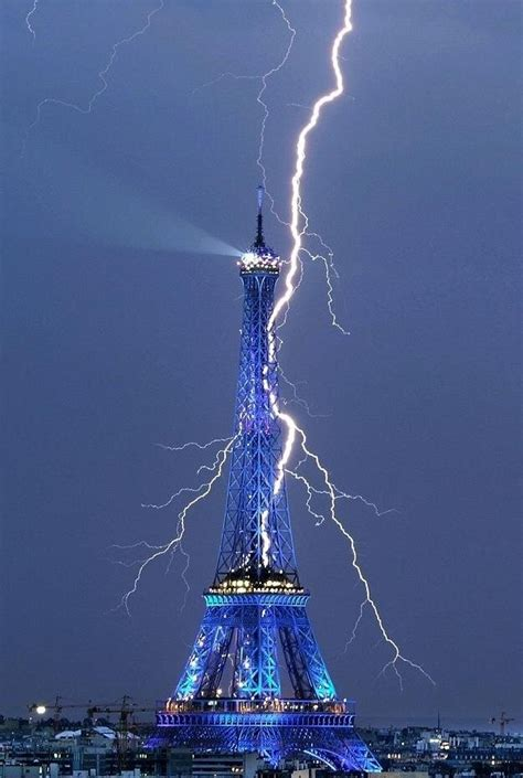 light up eiffel tower thunderbolt lights up eiffel tower just because you are