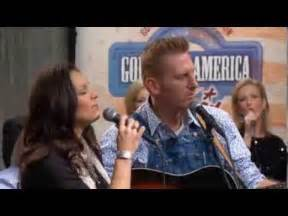 joey rory in the garden