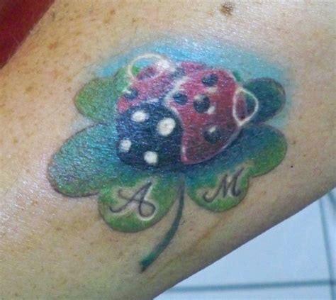 tatuaggi quadrifoglio con lettere nany coccinella con lettere