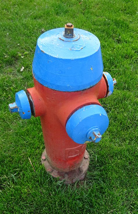 why are hydrants different colors reader wants to why hydrants are different