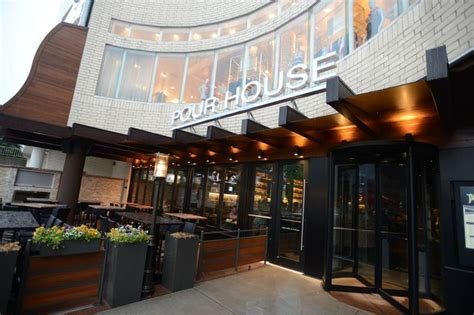 pour house oakbrook extensive beer menu fresh fare on tap at oak brook s old town