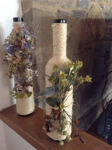 decoracion con flores secas botellas de vino con cuerda y flores secas botellas y