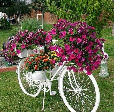 Bicycle Flower Planter by 25 Best Ideas About Bike Planter On Bikes