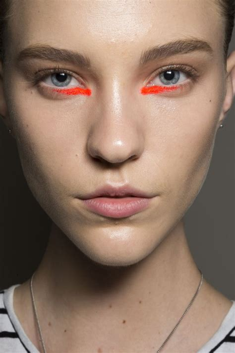 new beauty trends fashionable makeup looks refinery29 new york fashion week spring 2015 eye makeup trends